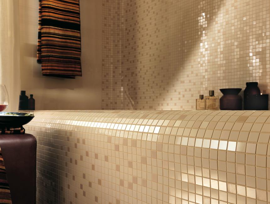mozaikos plyteliu vonia