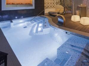 vidaus plaukimo baseinu irengimas, baseinu iranga, mozaikos plyteliu klijavimas