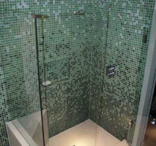 022-duso-kabina-mozaikos-plyteliu-apdaila-stiklo-sienele