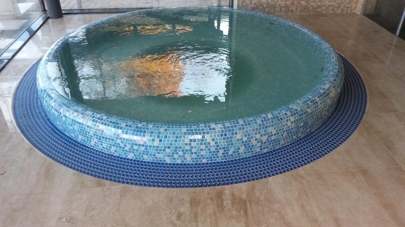 SPA baseino su mozaika įrengimas