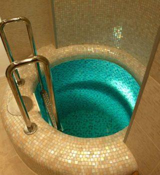 006-Mini-baseinu-irengimas-salto-vandens-baseinas-mozaikos-plyteliu-klijavimas