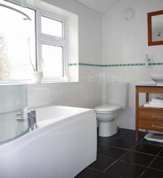 054-vonios-kambario-baldai